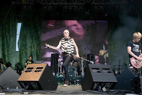 Сценические мониторы: концерт группы Тараканы