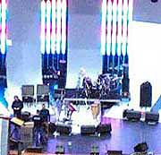 Мониторная линия на сцене