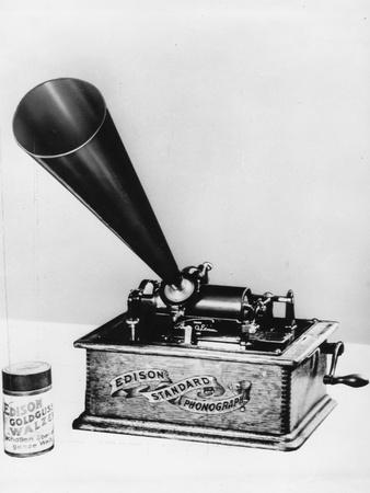 Фонограф Эдисона - одна из первых акустических систем