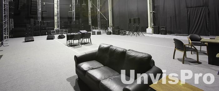 зала для прослушивания концертного звукового оборудования