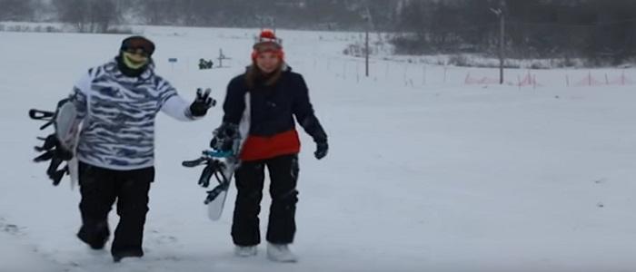 Снежный склон горнолыжного спуска: музыкальное оборудование