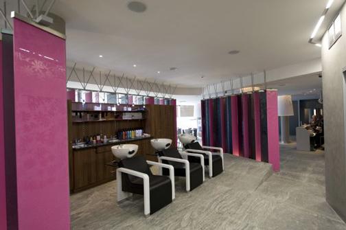потолочная акустика - инсталляция в помещении салона красоты